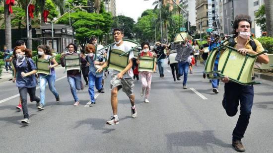 size_810_16_9_estudantes-fogem-da-pm-na-avenida-faria-lima-04-12-15